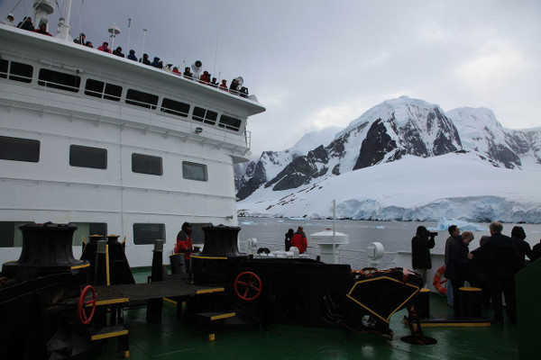 What to Expect Onboard Your Antarctica Cruise Ship