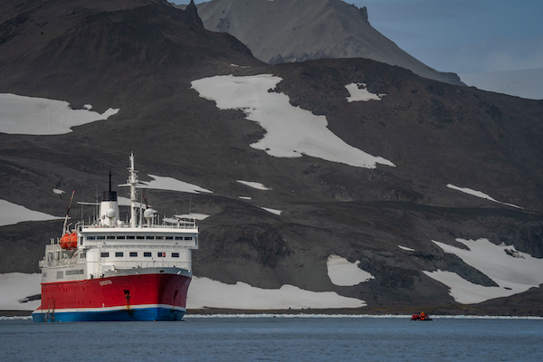 How to book an Antarctic cruise